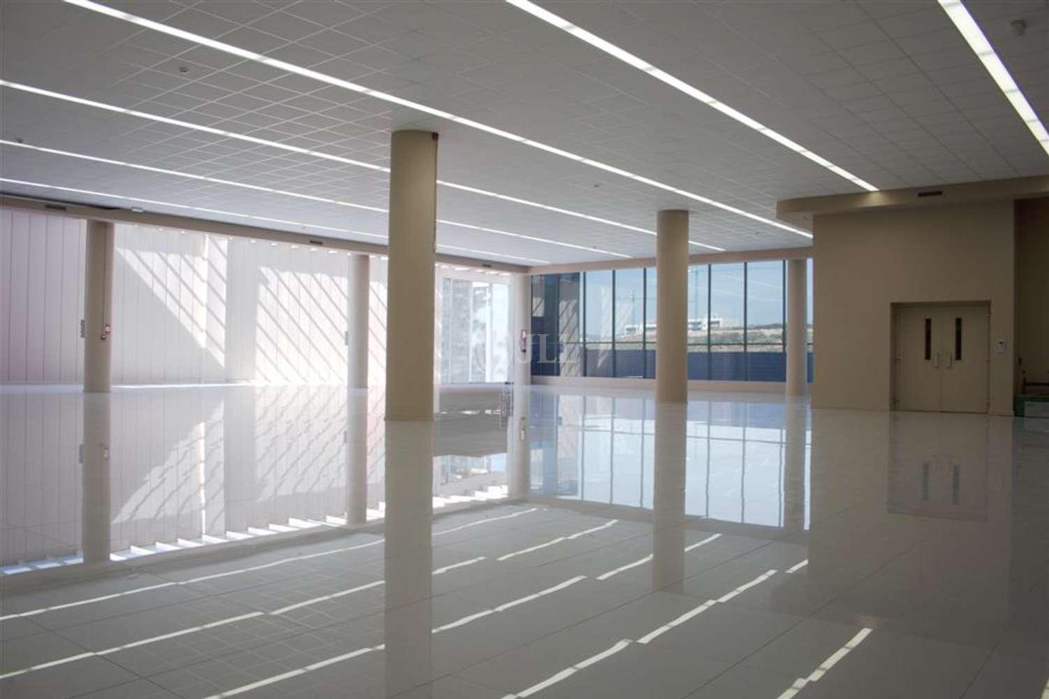 Oficina Sant just desvern, 08960 - JOAN DE LA CIERVA 19