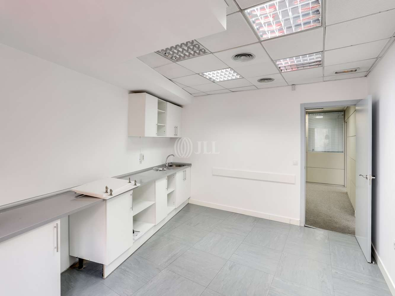 Oficina Madrid, 28008 - ESPAÑA 12