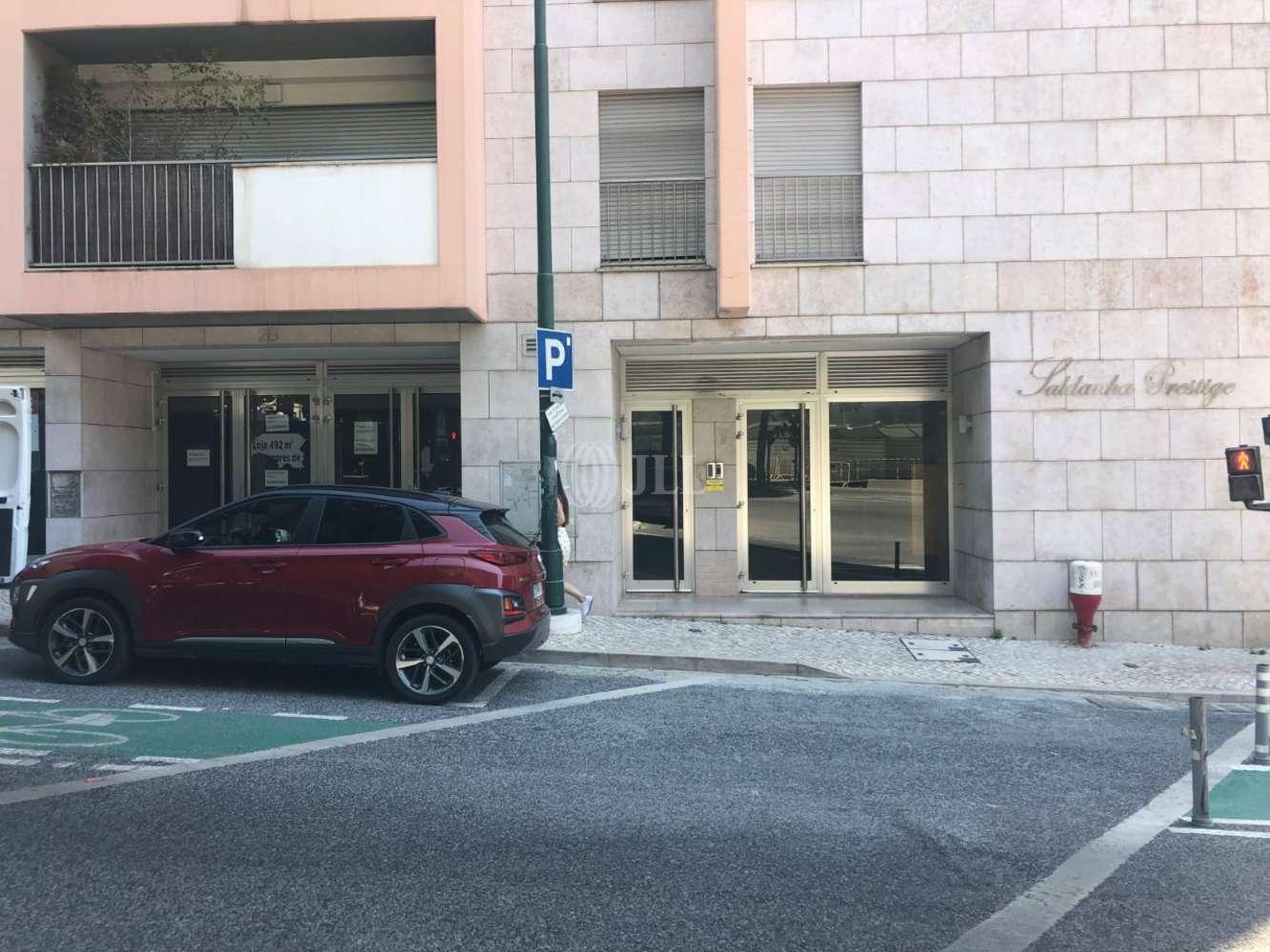 Loja Lisboa,  - Loja na Avenida Defensores de Chaves, junto ao Saldanha