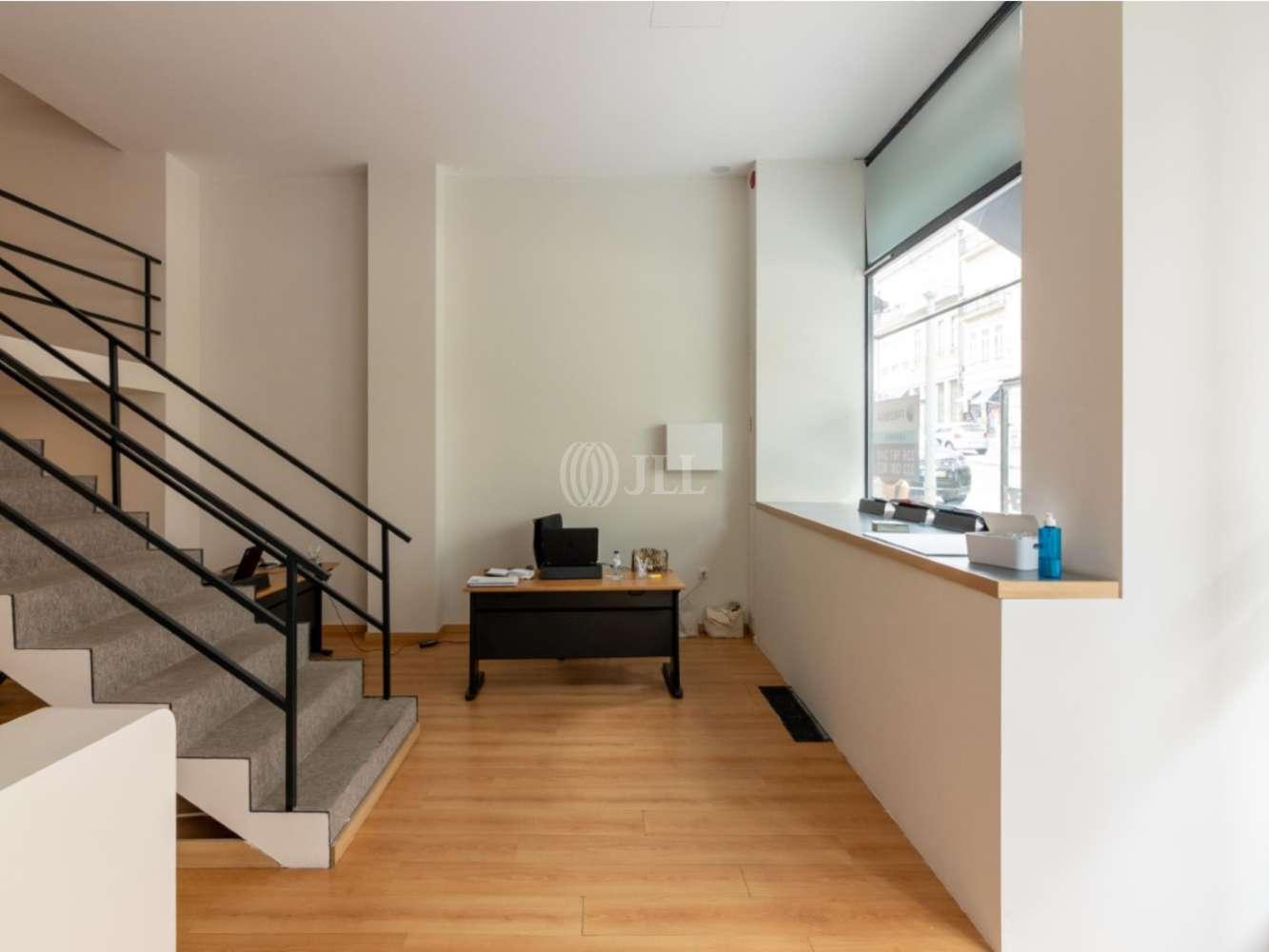 Loja Porto,  - Loja de dois pisos em plena Baixa do Porto