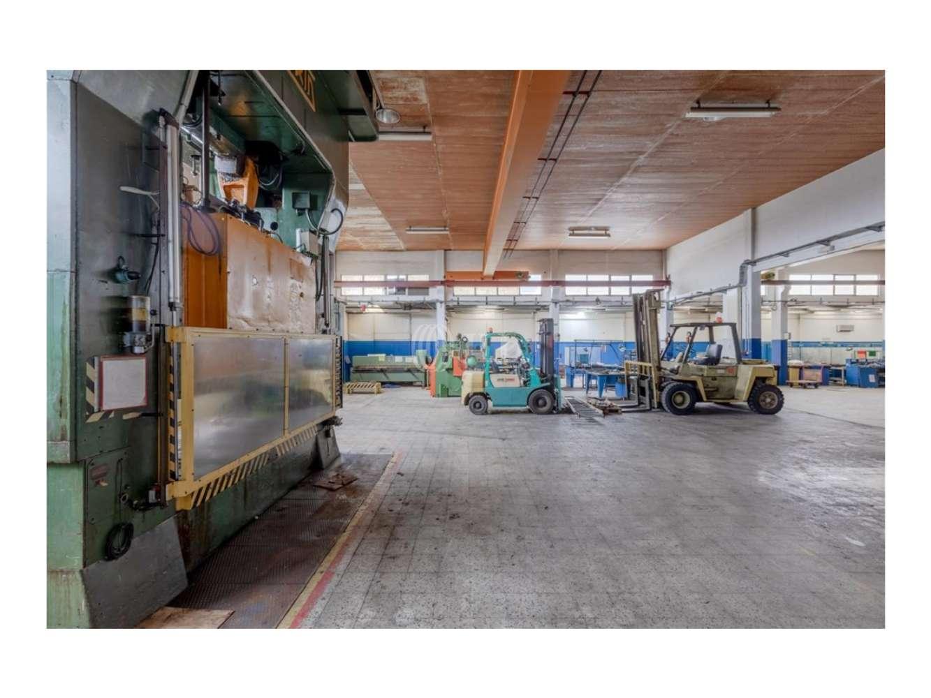 Industrial Sintra,  - Dois Armazéns semi-equipados em Massamá, Sintra