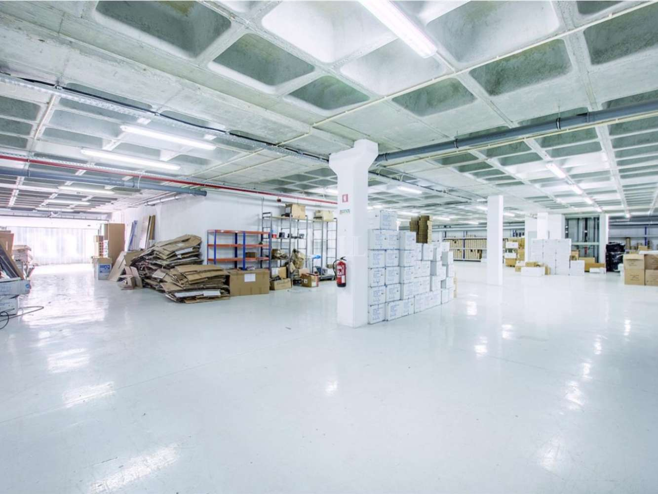 Industrial Cascais,  - Armazém em Alcoitão com 881 m2 (ABP), inserido num lote de terreno de 1.633 m2, Alcabideche.