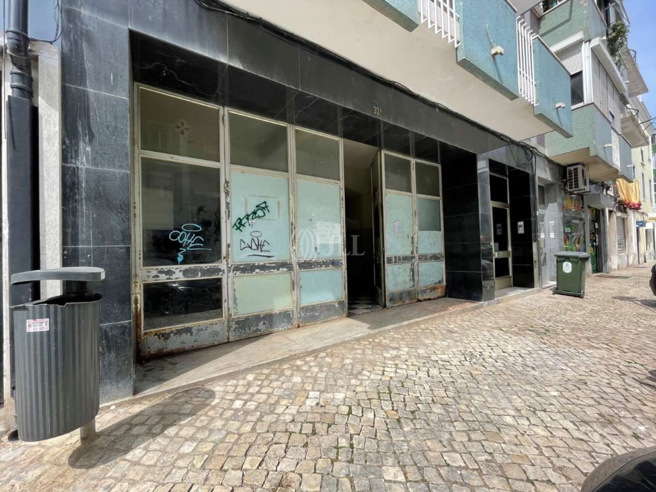 Loja Lisboa,  - Loja localizada na Rua 4 de Infantaria 33