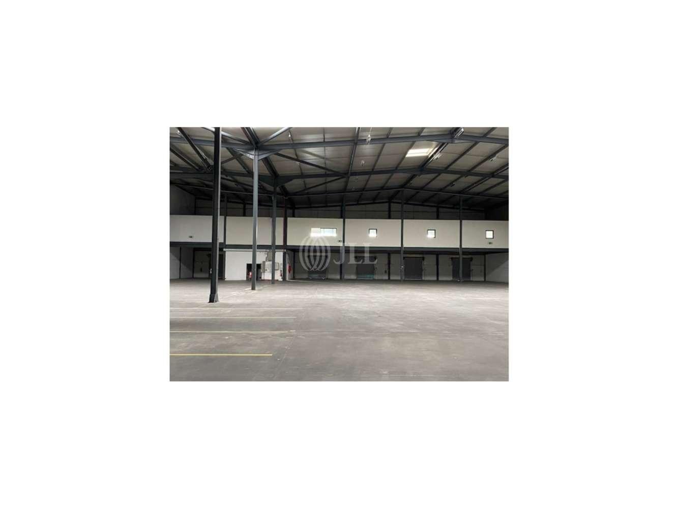 Industrial Azambuja,  - Armazém Vila Nova Rainha