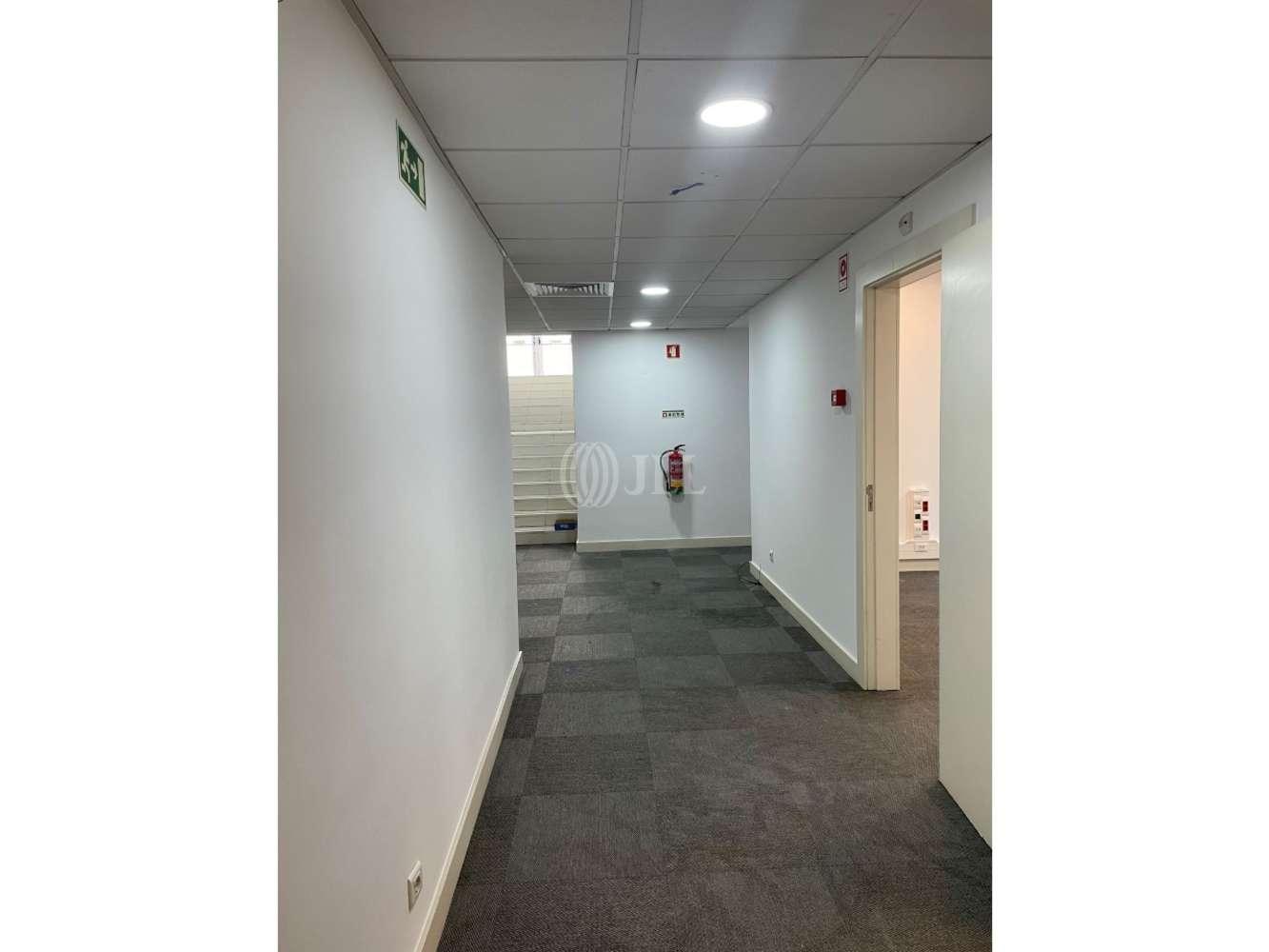 Loja Lisboa,  - Loja/escritório localizado na Rua Alexandre Braga nº 26D