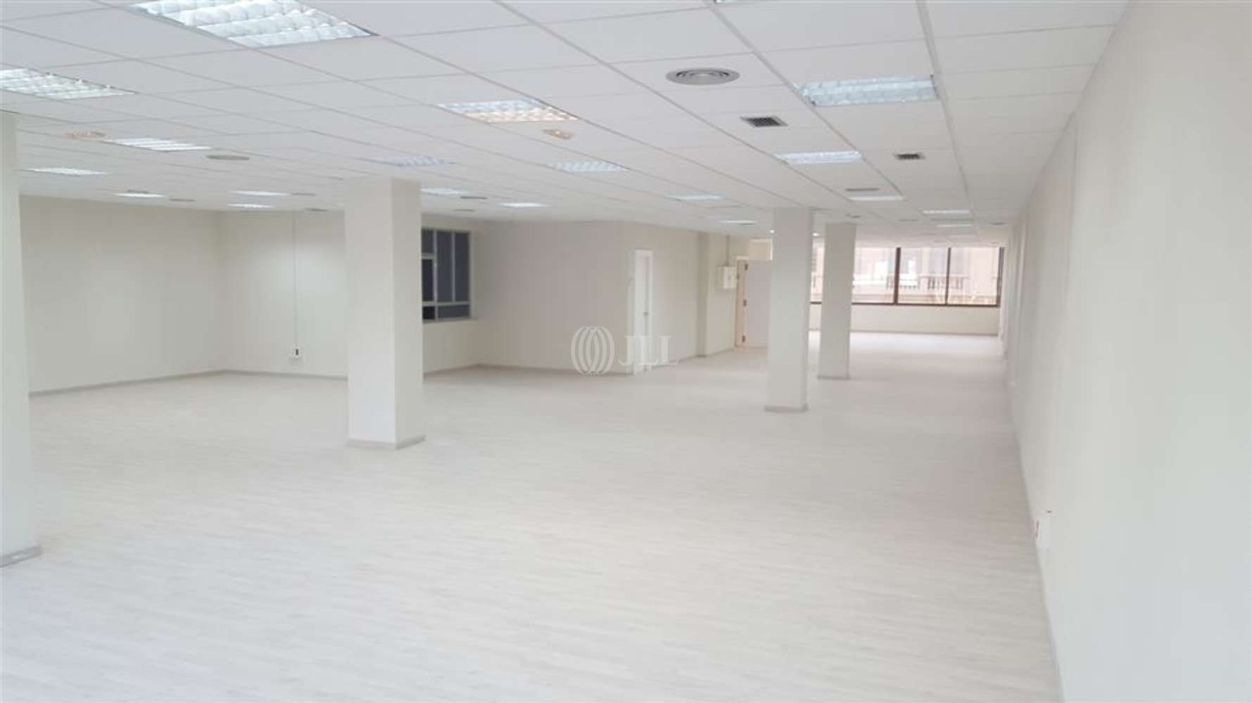Oficina Barcelona, 08010 - CASP 17 - 8068