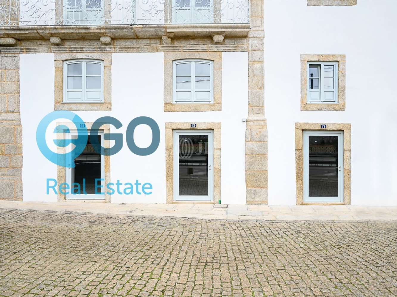 Loja Porto, 4050-452 - Cais das Pedras - 4
