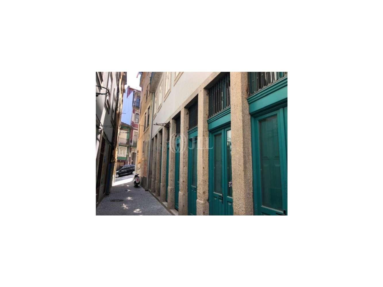 Loja Porto, 4050-615 - Estreita dos Lóios