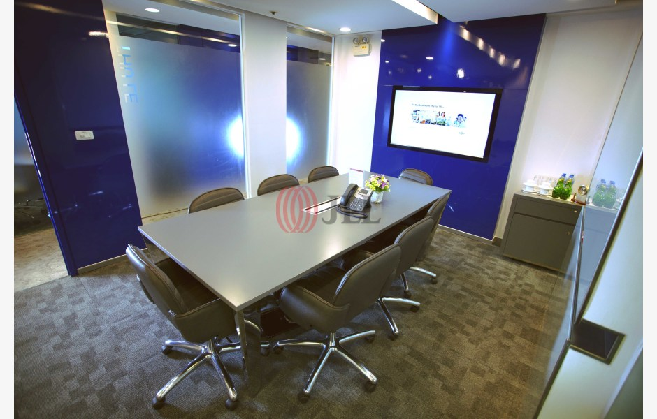 Regus-Daeha-Business-Center-Serviced-Office-for-Lease-VNM-FLP-104-SEAOLM-FlexiSpace-PropertyID-104_Regus_-_Daeha_Business_Center_Building_1