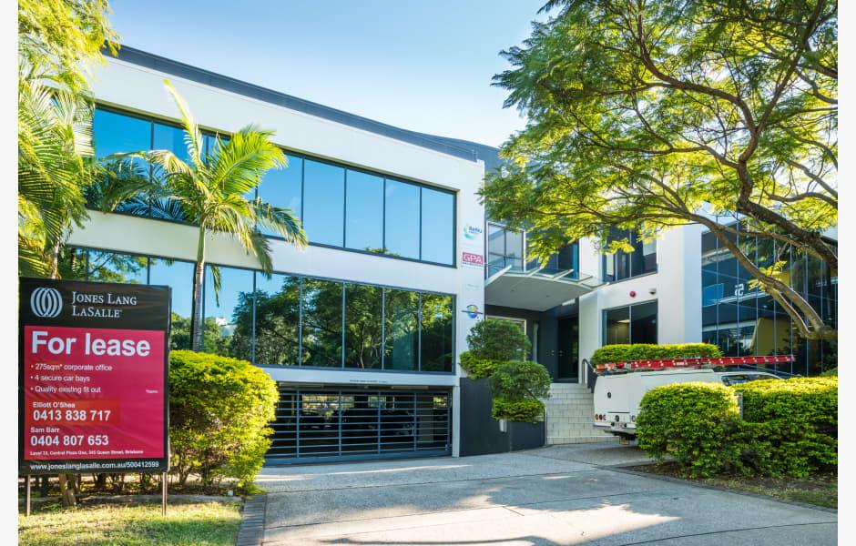 Gardner-House-Office-for-Lease-1148-bdcdc30a-940c-e811-8122-e0071b716c71_Milton9GardnerClose-Grounds-Web-2
