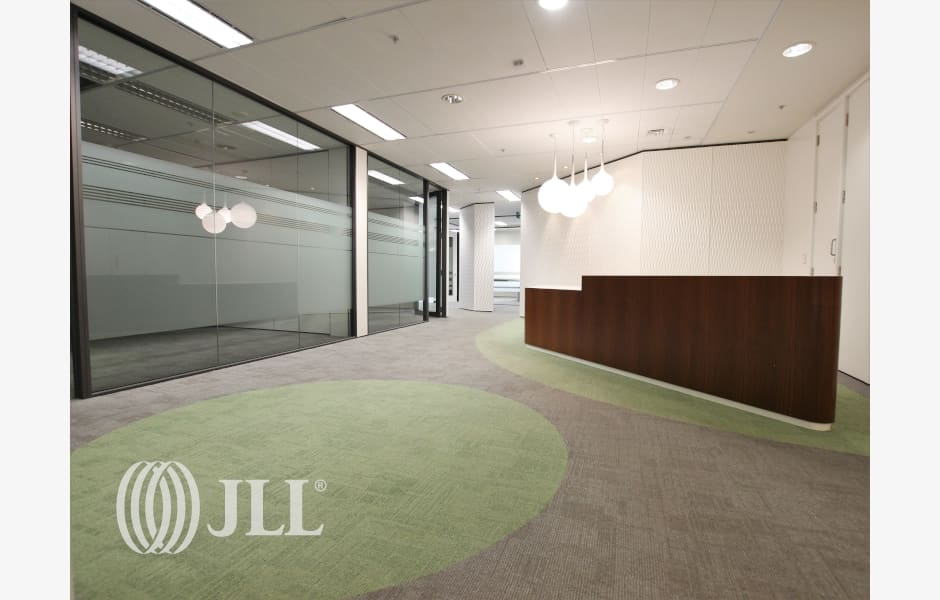 DLA-Piper-Tower-Office-for-Lease-7920-a83989ec-0196-43a0-8ade-5918bae6ace8_m