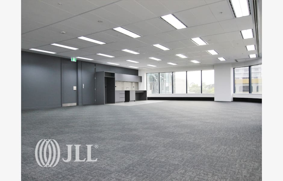 DLA-Piper-Tower-Office-for-Lease-7933-e7c5fe2b-ccd1-42b1-a416-e48ff0b24951_m