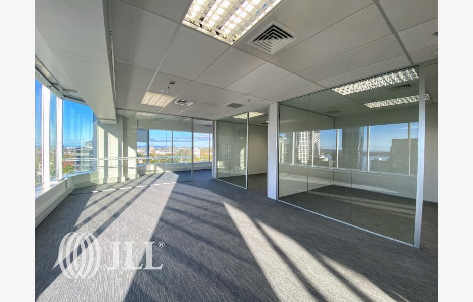 Crombie-Lockwood-Tower-Office-for-Lease-7973-644eef2d-b1f9-4078-826a-71b3582f3b5e_m