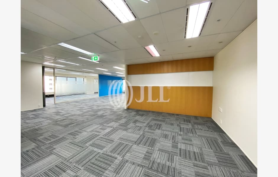 DLA-Piper-Tower-Office-for-Lease-8268-6a97a785-47e6-44c3-b7b9-7d84b290083f_m