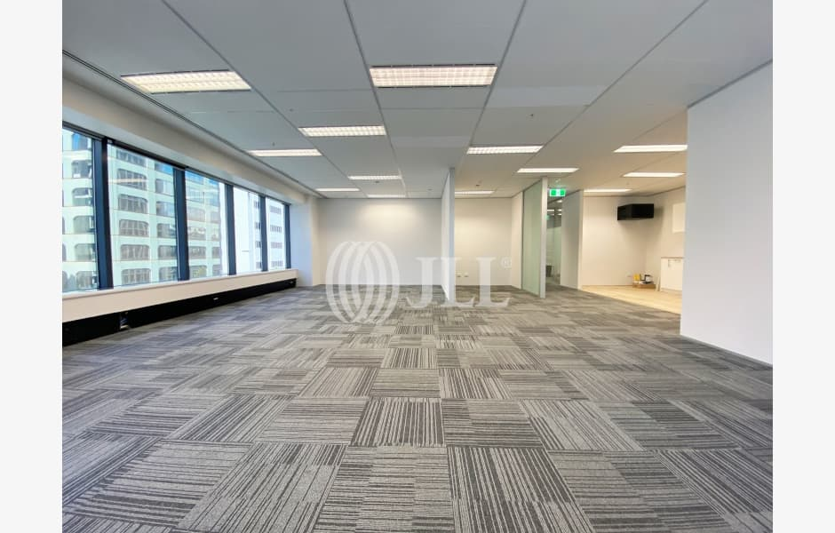 DLA-Piper-Tower-Office-for-Lease-8270-81b1d9dc-f079-4c7e-b6f0-d8f32f511801_m